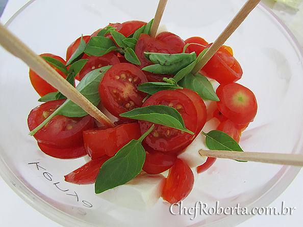 tomates_grapes_manjericao_queijo_branco